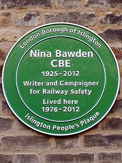 Photo of Nina Bawden green plaque