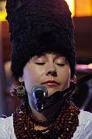 Olena Tsibulska (DakhaBrakha) (Haldern Pop 2013) IMGP6661 smial wp.jpg