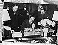 Ondertekening van het Cultureel Verdrag tussen Frankrijk en Nederland, Bestanddeelnr 901-9606.jpg
