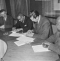 Overeenkomst gesloten tussen Nederland en Suriname voor landbouwkundige onderwij, Bestanddeelnr 917-6190.jpg