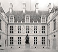 P1330047 Paris III Carnavalet Coysevox cour interieuree rwk.jpg