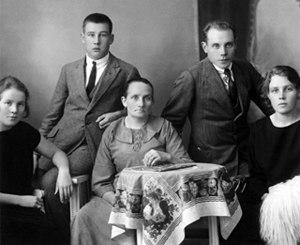 Paavo Nurmi - Nurmi with his family in 1924
