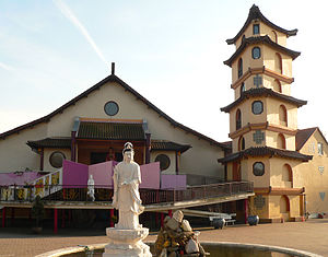 Vietnamese people in Germany - Viên Giác pagoda, Vietnamese pagoda in Hannover
