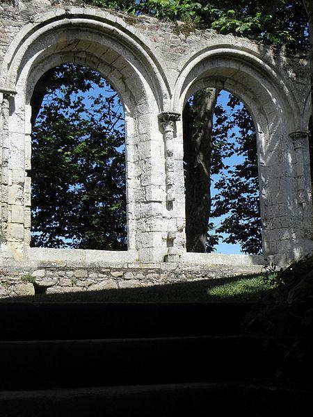 Deux arcades nord du réfectoire de l'abbaye de Beauport en Paimpol (22).