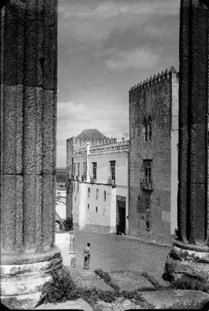 Palace of the Dukes of Cadaval - The Palace of the Dukes of Cadaval  view from the Roman Temple of Diana.