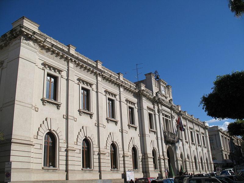 File:Palazzo San Giorgio - Reggio Calabria - Facciata dal lato sinistro.jpg