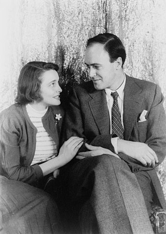 Dahl with his first wife Patricia Neal in 1954 Patricia Neal und Roald Dahl.jpg