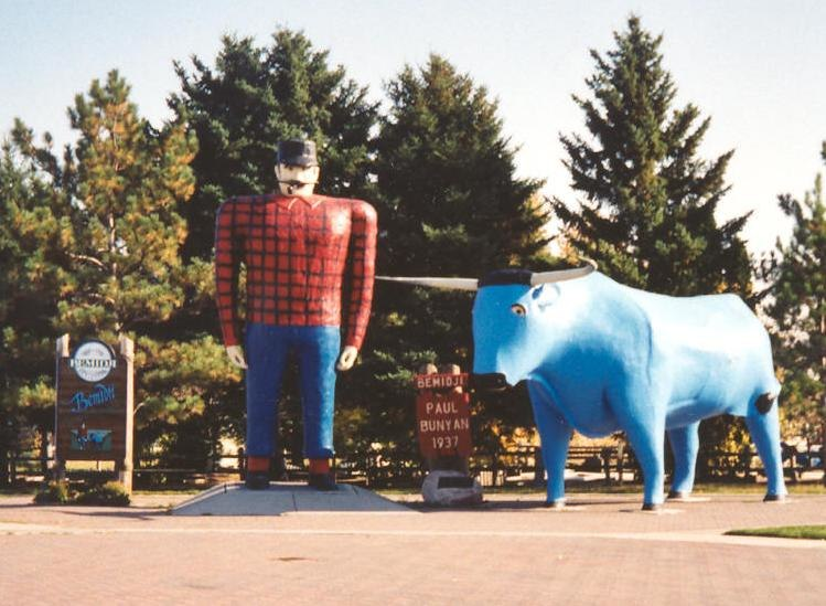 Statues of Paul Bunyan and Babe the Blue Ox