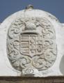Pedra de armas dos Vasconcelos e Sousa - portal do jardim da Casa do Álamo, Alter do Chão 2018-08-06.png