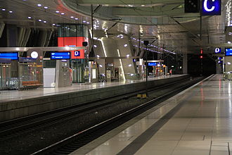 Frankfurt Airport long-distance station - On the platforms by night
