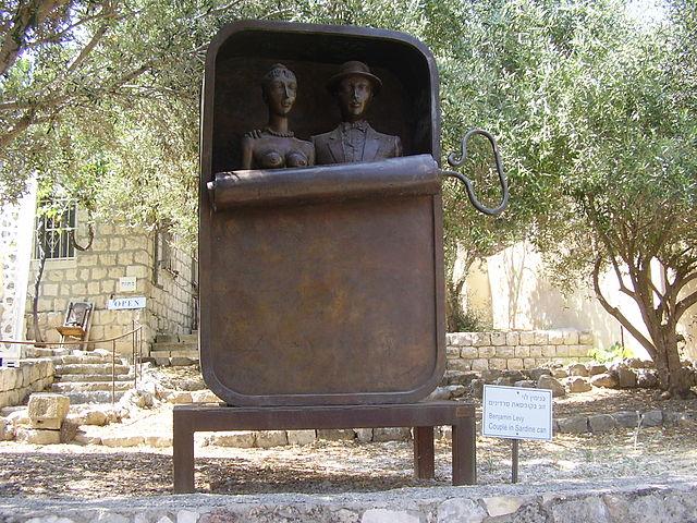 A l'Esperluette. 640px-PikiWiki_Israel_13664_Sculpture_quot%3BCouple_in_Sardine_Canquot%3B