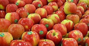English: Stacked pink lady apples. Français : ...