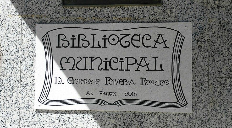 Placa na biblioteca municipal das Pontes