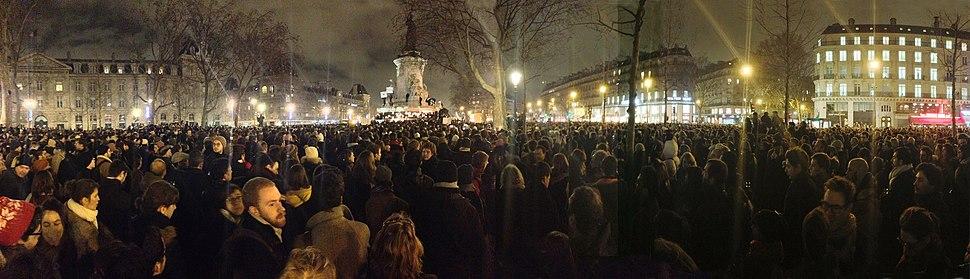 Place de la R%C3%A9publique, 18h50, une foule silencieuse