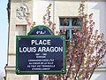 Plaque place Louis-Aragon.JPG