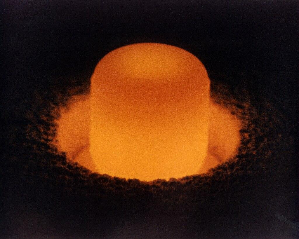 Ciência (Temas científicos e tecnológicos em geral) 1024px-Plutonium_pellet