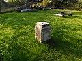 Podstavec neznámé památky v zahradě chaty Komtesa v Bečově (Q104872766).jpg