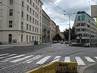 Pohled do Šafaříkovy z křižovatky s Bělehradskou 1.jpg