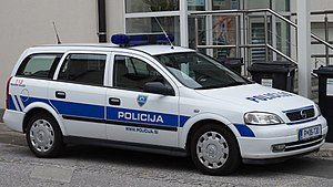 Law enforcement in Slovenia - An older Opel Astra G police car