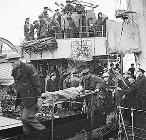 ORP Ślązak (L26) - Wounded soldiers evacuated from Ślązak after the Dieppe Raid