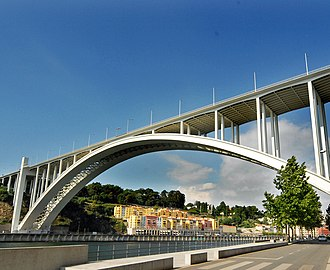 Arrábida Bridge - Image: Ponte da Arrábida by António Amen 2
