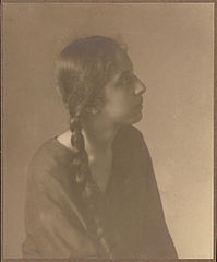 Portrait of Spanish-Hawaiian girl titled 'The Chieftess' (Profile) 1909.jpg