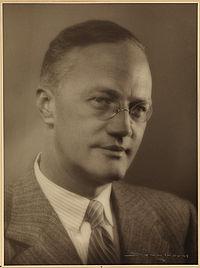 Portrett av Sigurd Hoel, 1950.jpg