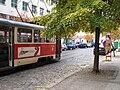 Praha, dočasná zastávka Zovnařka, tramvaj č. 22 v zastávce.JPG