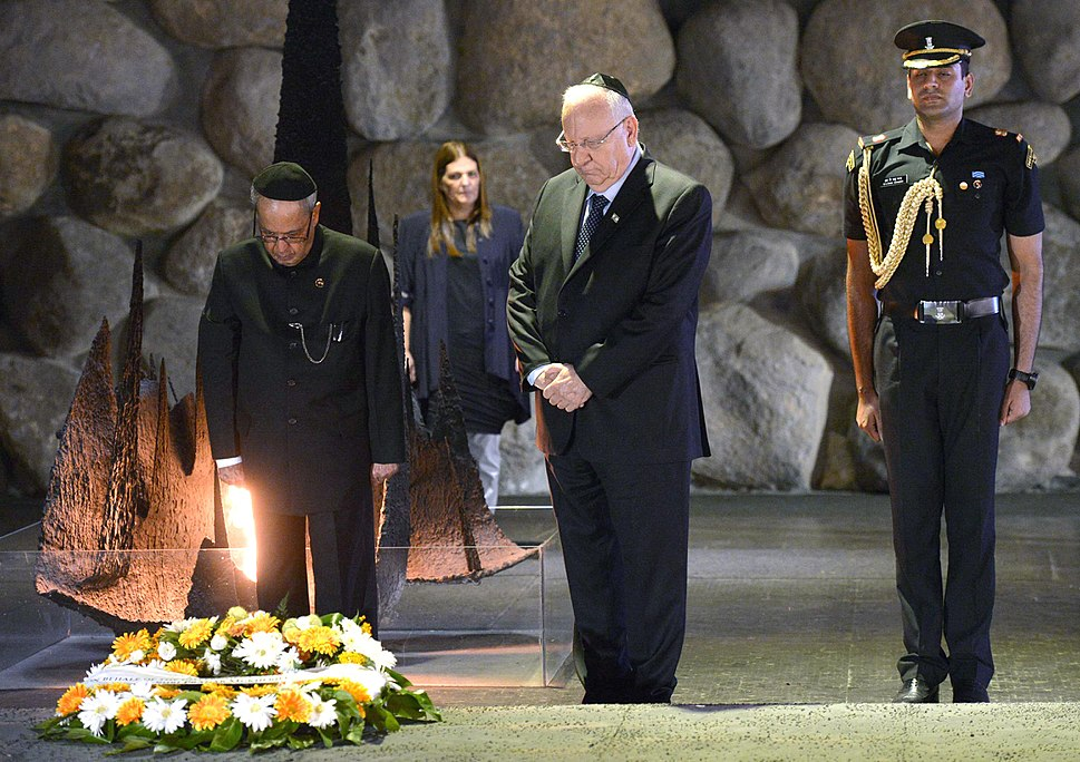 Pranab Mukherjee with Reuven Rivlin in Yad Vashem (1)
