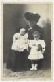 Princesa Isabel com seus netos.tif