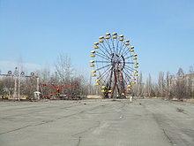 Parte da história do jogo decorre em Pripyat, Ucrânia. Algumas zonas icónicas da cidade abandonada, como a praça central (em cima) e o parque de diversões (em baixo), são recriadas.