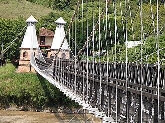 Puente de Occidente - Puente de Occidente from the west bank of the Cauca, looking southeast.
