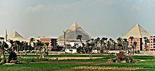 اهرام الجيزة.. 220px-Pyramids_of_Gi