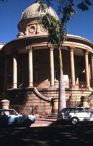 Customs House, Rockhampton - Semi-circular entrance portico