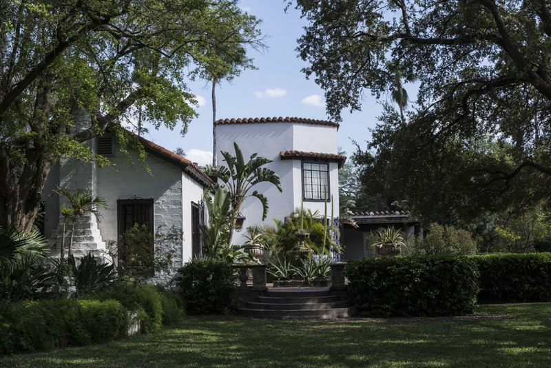 File:Quinta Mazatlan, a historical adobe mansion within a nature and birding center in McAllen, Texas LCCN2014630401.tif