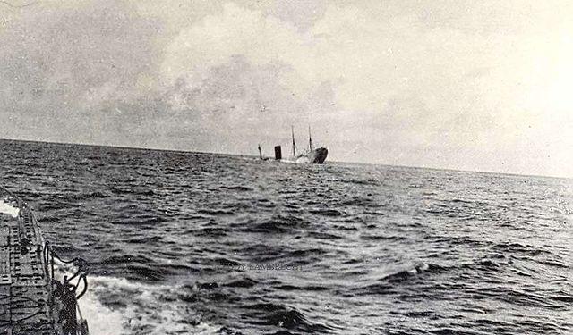 Centenaire du torpillage du Carpathia 640px-R.m.s_carpathia_Sinking