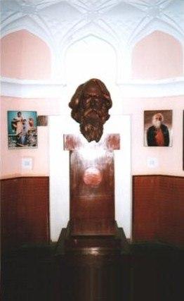 Rabindranath-Tagore-bust-Patel-memorial-(cropped)