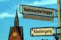 Rademachertreppe, Erinnerung an die auf der ehemaligen Leineinsel gelegene Rademacherstraße, 1669 nach dort ansässigen Rademachern benannt, 1961 aufgehoben.jpg