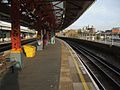 Ravenscourt Park stn westbound District look east.JPG