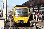 Reading - GWR 165116 arriving from Gatwick.JPG