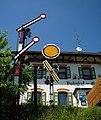 Rechtenstein - Bahnhof mit zwei Haltesignalen, ausser Funktion.jpg