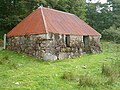 Red-roofed bothy - geograph.org.uk - 247606.jpg
