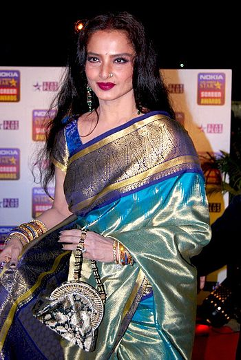 Rekha attending Nokia 14th Annual Star Screen Awards in 2008.