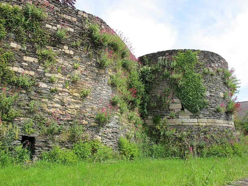 File:Rochefort-en-Terre - château 01.JPG