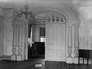 Rocky Hill Castle - Doors between the double parlors