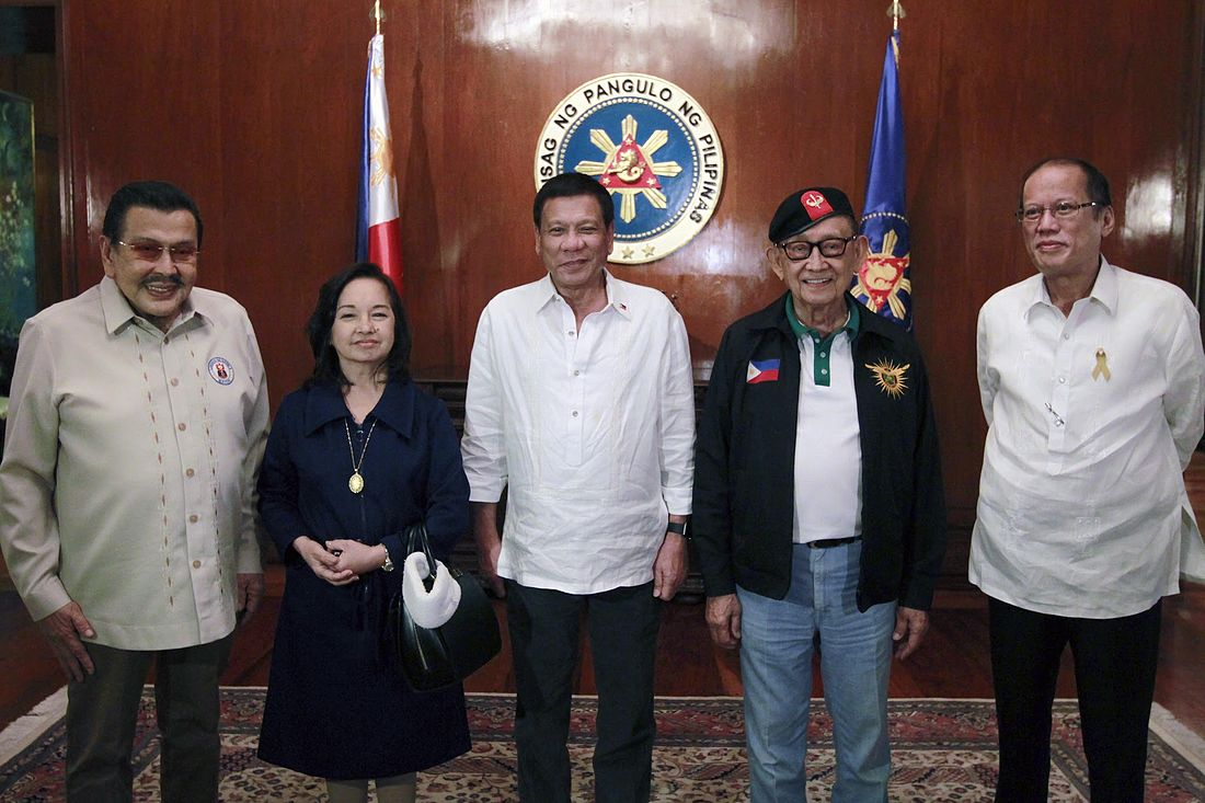 Incumbent President Rodrigo Roa Duterte (center) with (from left) former Presidents Joseph Ejercito Estrada, Gloria Macapagal-Arroyo, Fidel V. Ramos, and Benigno S. Aquino III, before the start of a National Security Council meeting at the Malacanang Palace on July 27, 2016. Rodrigo Duterte and his predecessors (Ramos, Estrada, Arroyo and Aquino III).jpg