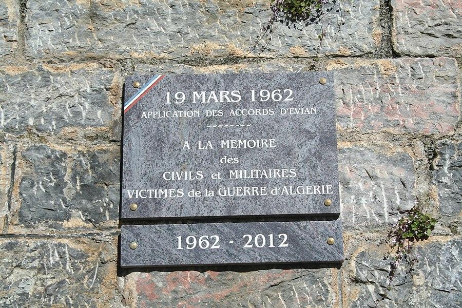 Roquebrun (Hérault) - plaque commémorant les accords d'Évian (19 March 1962)