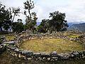 Ruïnes d'una casa rodona de Kuelap.jpg