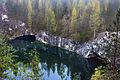 Ruskeala marmor kallastega järv Karjalas.jpg