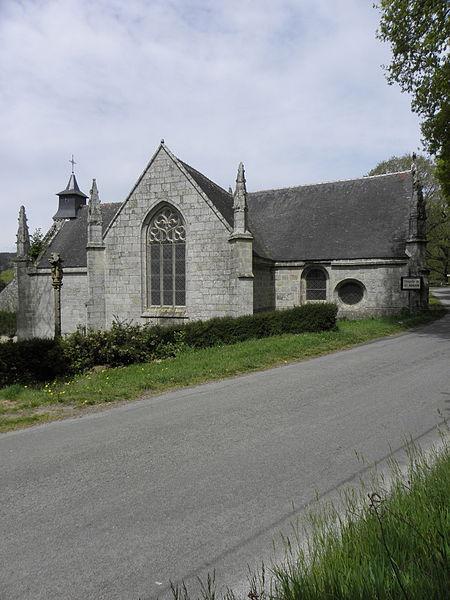 Fontaine-calvaire et chapelle Saint-Adrien en Saint-Barthélémy (56). Flanc méridional.